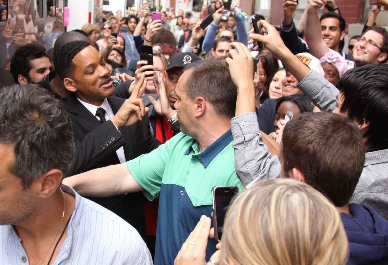 画像: ウィル・スミス、映画の撮影中にファンが集まり。