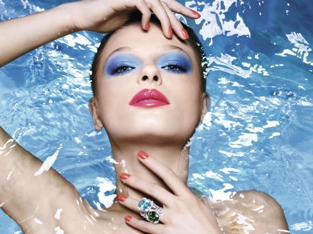 画像: ディオールから夏の肌に映える、ブルーとコーラルのアイシャドウ やブルーの限定リップ