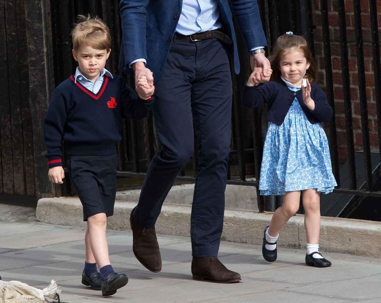 画像2: シャーロット王女、2歳とは思えない神対応をみせる