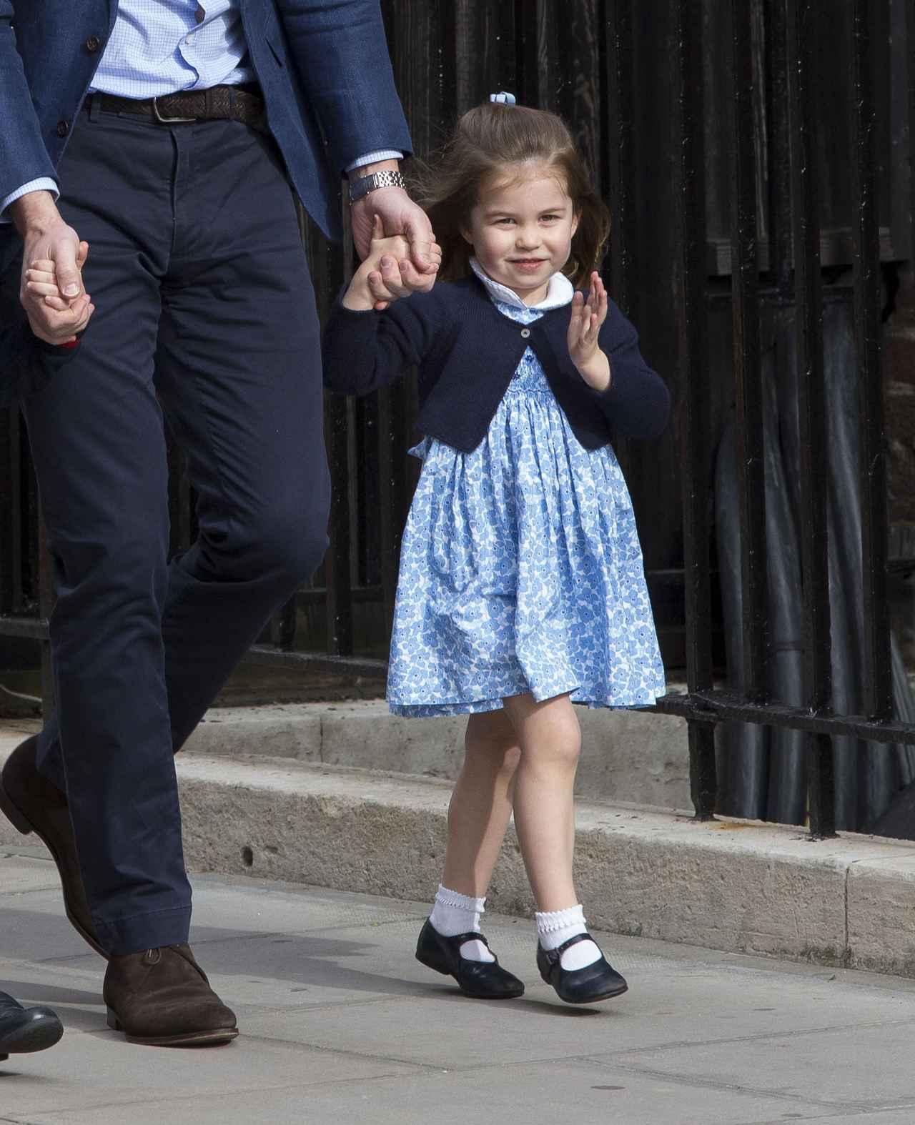 画像3: シャーロット王女、2歳とは思えない神対応をみせる