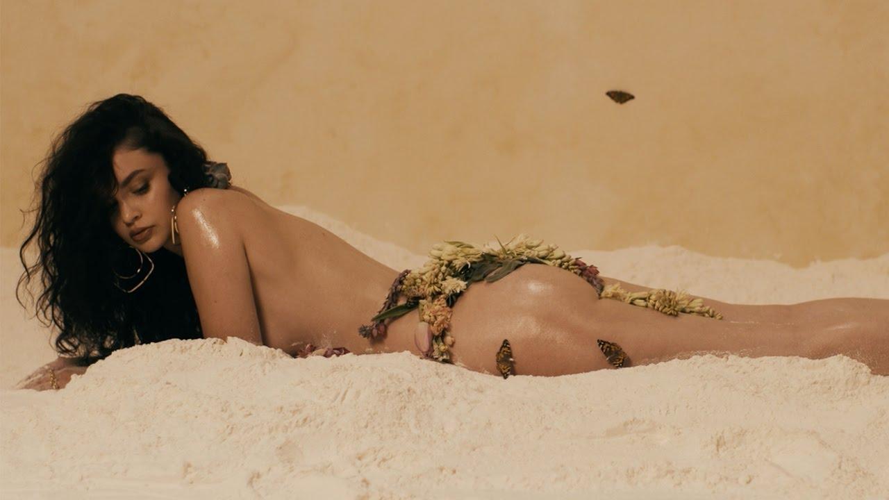 """画像: Sabrina Claudio - """"Unravel Me"""" (Official Video) www.youtube.com"""