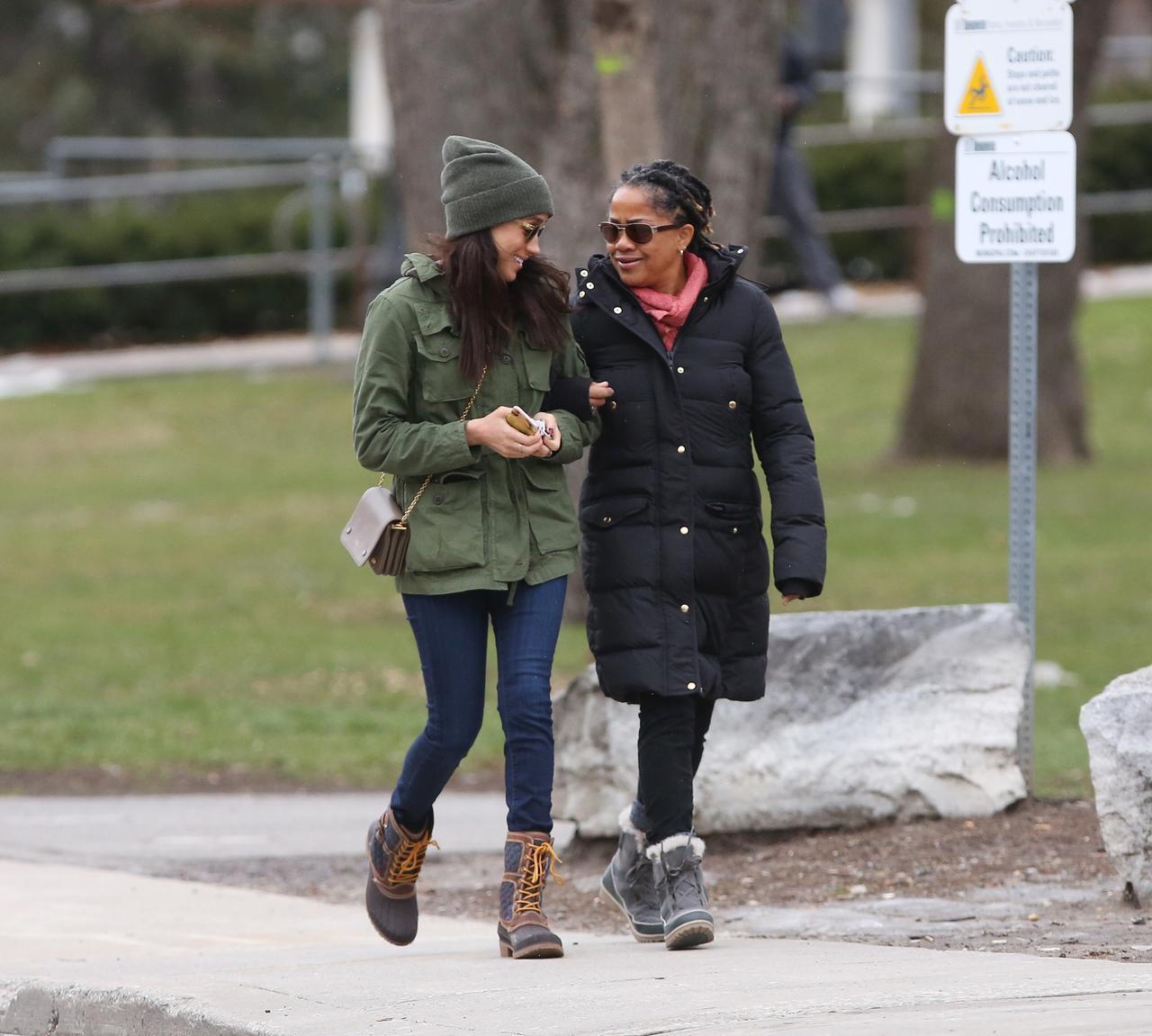 画像: メーガンと母のドーリア。ヨガ講師のドーリアは、1人娘のメーガンとはまるで親友同士のように仲が良いことで知られている。