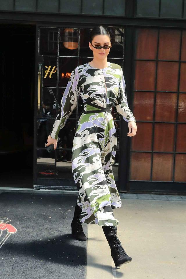 画像4: ケンダル・ジェンナー、白Tからドレスへ!最新オン・オフスタイルに注目