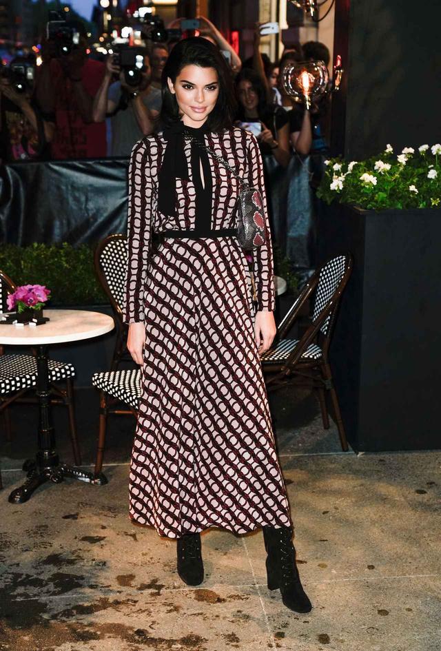 画像5: ケンダル・ジェンナー、白Tからドレスへ!最新オン・オフスタイルに注目