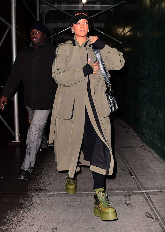 画像: この日リアーナが履いていたのは、Fenty Puma By Rihannaのアイテム。