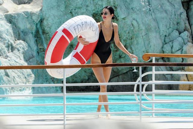 画像1: 「世界で最も稼ぐモデル」ケンダル・ジェンナーの『休日』が優雅すぎる