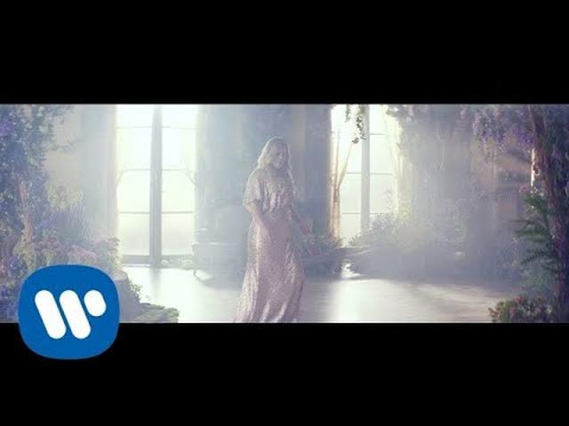 画像: Kelly Clarkson - Meaning of Life [Official Video] youtu.be