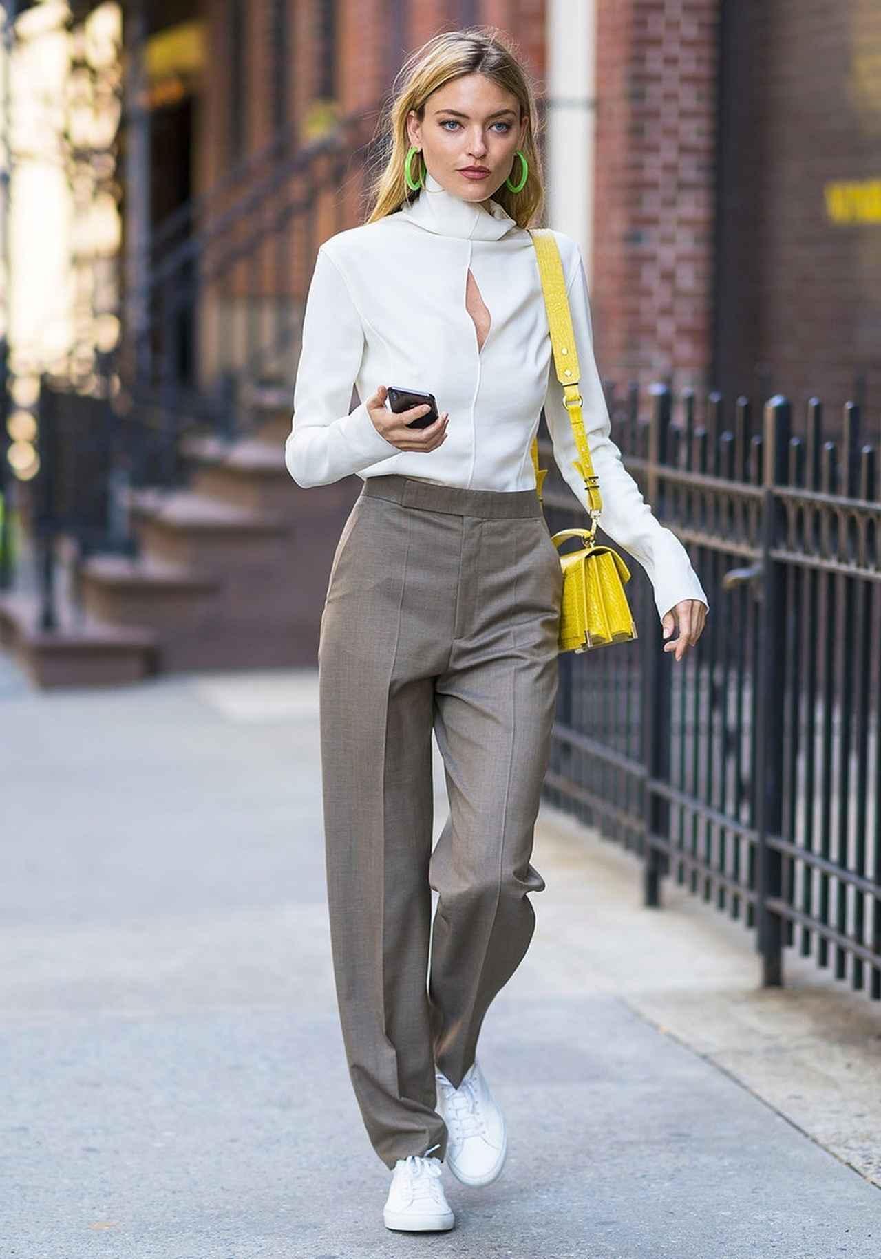 画像1: マーサ・ハント、「ネオンカラー」を取り入れたパンツスタイルで夏を先取り
