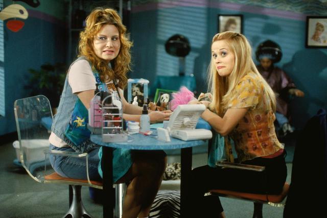 画像: ポーレットは、リーズ・ウィザスプーンが演じる主役エルの友人でネイルサロンで働いている。