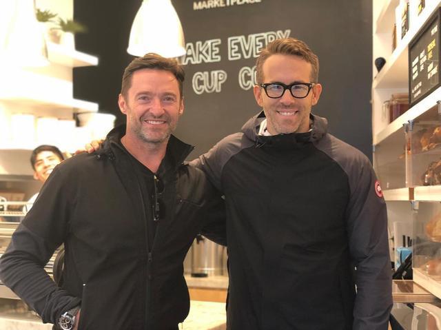 """画像1: Ryan ReynoldsさんはInstagramを利用しています:「Ran into this guy at his coffee shop, @laughingmancoffee. And by """"ran into"""" I mean I followed him there.」 www.instagram.com"""