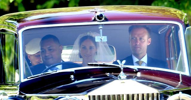 画像: ヘンリー王子とメーガン・マークルが挙式、ドレスはジバンシィ