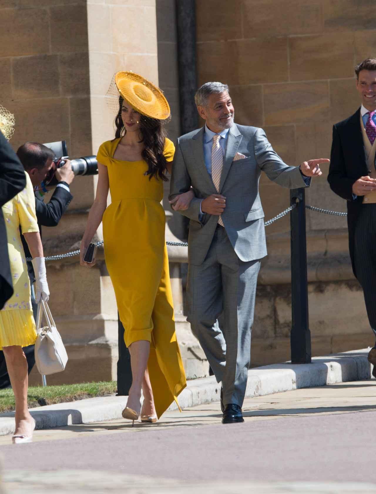画像: ジョージ・クルーニーは妻のアマル・クルーニーと挙式に出席した。