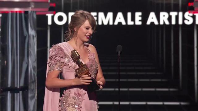 画像: Billboard Music Awards on Twitter twitter.com