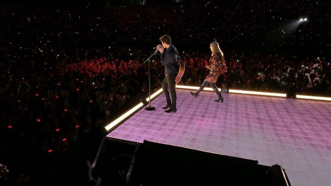 画像1: Taylor SwiftさんはInstagramを利用しています:「Thank you @shawnmendes and the 60,000 people who came to the Rose Bowl show tonight! YOU WERE MAGICAL 」 www.instagram.com