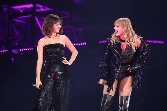 画像1: Taylor SwiftさんはInstagramを利用しています:「To the person I could call at any time of day, who has been there no matter what... you absolutely KILLED IT tonight and everyone was so…」 www.instagram.com