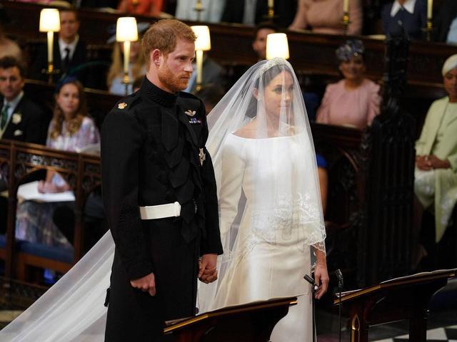 画像2: メーガン妃、ヘンリー王子との愛の誓いで「あの言葉」を言わなかった理由