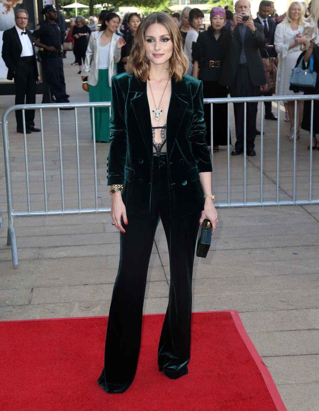 画像1: オリヴィア・パレルモ、抜け感スーツスタイルがおしゃれ