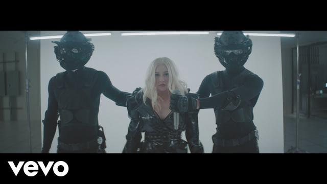 画像: Christina Aguilera - Fall In Line (Official Video) ft. Demi Lovato www.youtube.com
