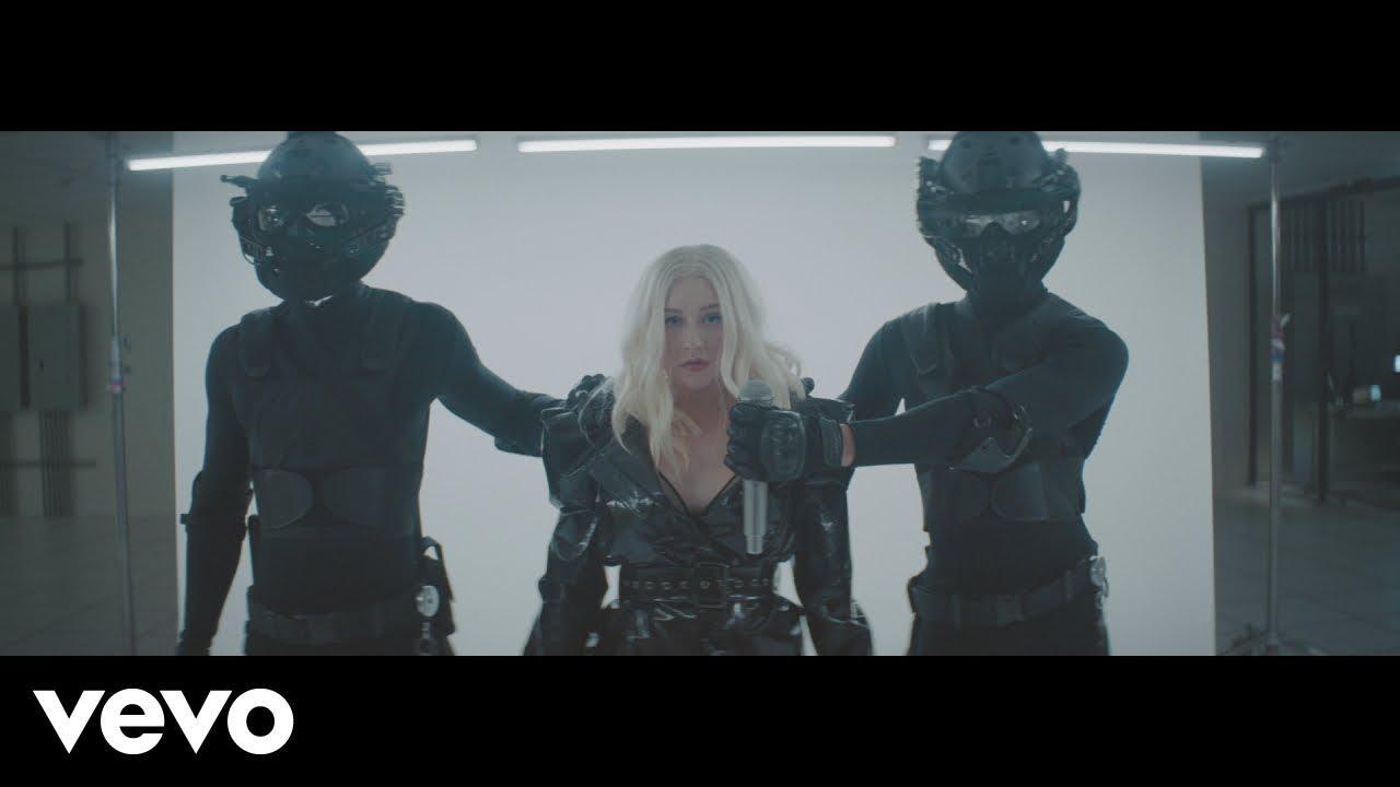 画像: Christina Aguilera - Fall In Line (Official Video) ft. Demi Lovato www.youtube.com