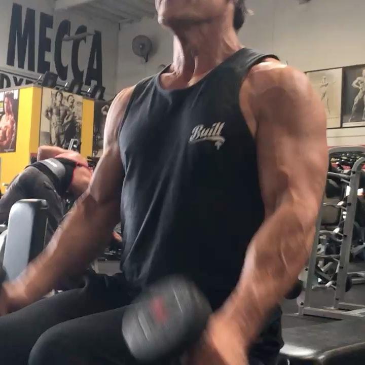 画像1: Josh BrolinさんはInstagramを利用しています:「Drop sets to the point where you can't even lift the weight of your own arms. @justindlovato is my friend...usually, but when he pushes me…」 www.instagram.com