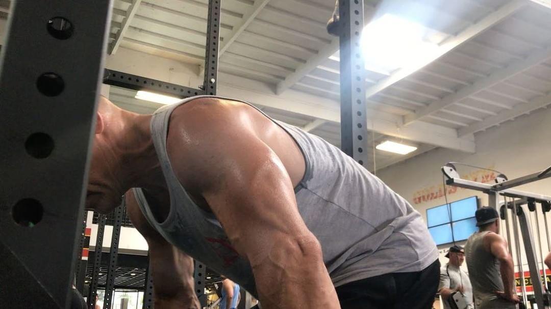 画像1: Josh BrolinさんはInstagramを利用しています:「One day I very well might have to pull a superhero head off (or two) so rack pulls help work the upper muscles needed to pop them off…」 www.instagram.com