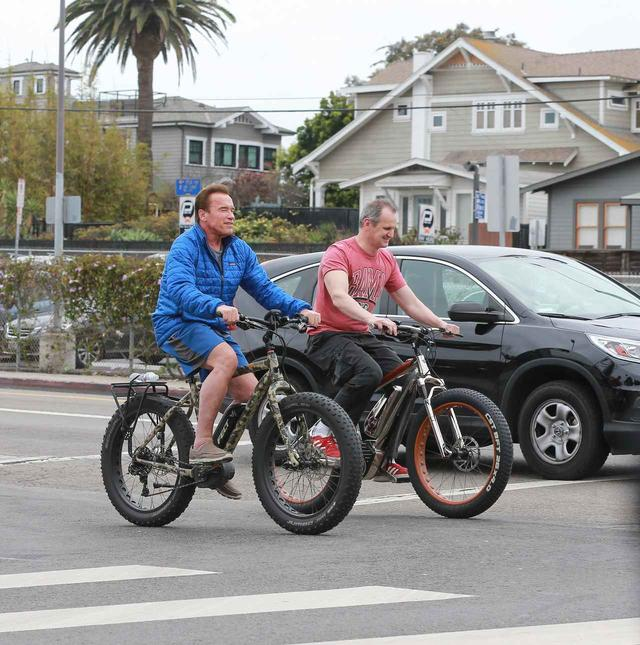 画像2: アーノルド・シュワルツェネッガーの「自転車」がイカつすぎる