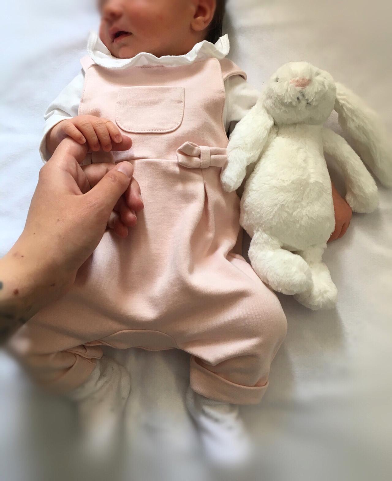 画像1: Cher LloydさんはInstagramを利用しています:「Our baby girl is here! We are so in love....  Delilah-Rae  25.05.18」 www.instagram.com