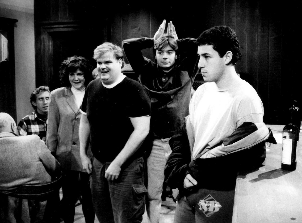 画像: ロマコメを得意とするアダム・サンドラー(右)と、オースティン・パワーズ役で知られるマイク・マイヤーズ(右から二番目)はSNLの同期。©ニュースコム
