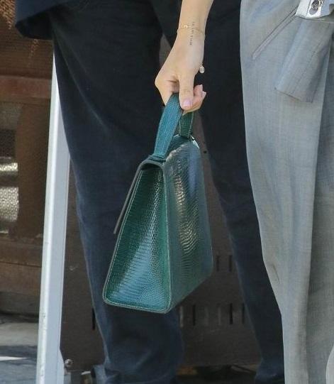 画像2: ソフィア・リッチー、1,200円のタンクトップをお値段以上に見せる方法