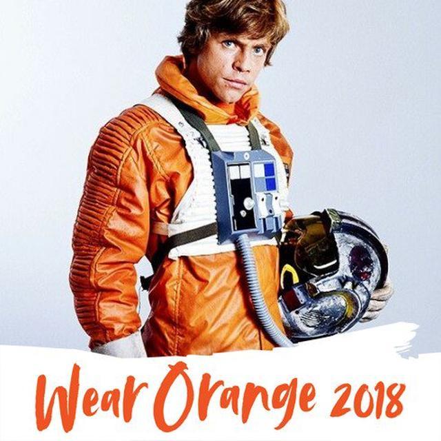 画像: マーク・ハミル、オレンジ色を着用している若い頃の写真を公開。©Mark Hamill