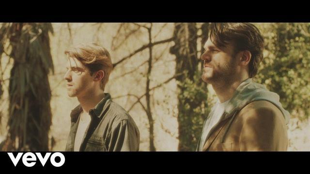 画像: The Chainsmokers - Don't Let Me Down (Video) ft. Daya www.youtube.com