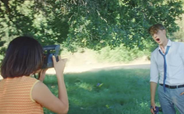 画像: 「バック・トゥ・ユー」は、セレーナがエグゼクティブプロデューサーを務めるNetflixの人気オリジナルドラマ『13の理由』の挿入歌でもあり、ポラロイド写真はこのドラマのなかでも重要な役割をはたしているとか。