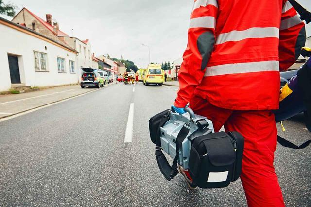 画像: 【動画あり】自殺しようとした女性を素手でキャッチした消防士がすごい