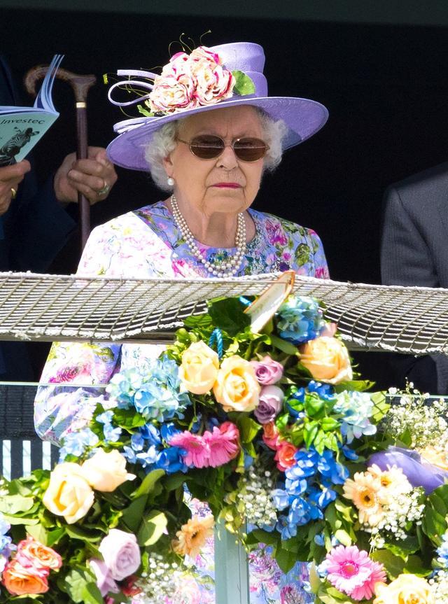 画像: 現地時間の6月1日、エプソム競馬場でのダービーを見学に訪れたエリザベス女王。