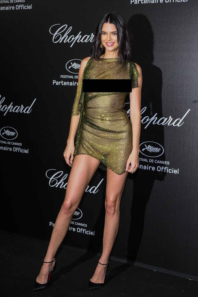 画像: 5月に行われた高級ジュエリーブランド「ショパール(Chopard)」のイベントに完全シースルーのドレスでレッドカーペットに現れたケンダル。