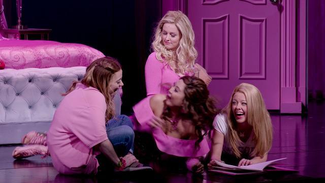 画像: First Look | Mean Girls on Broadway www.youtube.com