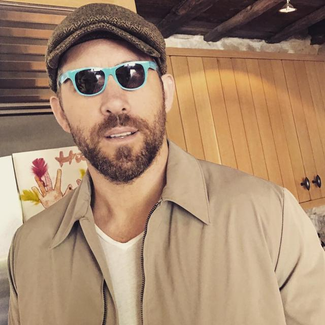 画像1: Ryan ReynoldsさんはInstagramを利用しています:「I'm really into the whole tiny sunglasses trend. Thanks for your support everyone!」 www.instagram.com