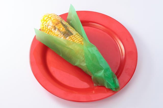 画像: コーンコブガイのとうもろこし 380円(7月20日発売予定)とうもろこしまるごと一本に、「コーンコブガイ」がデザイン。