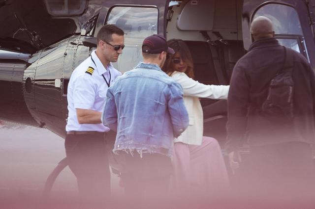 画像3: 恋仲が報じられるプリヤンカー・チョープラーとニック・ジョナスが空港に初登場