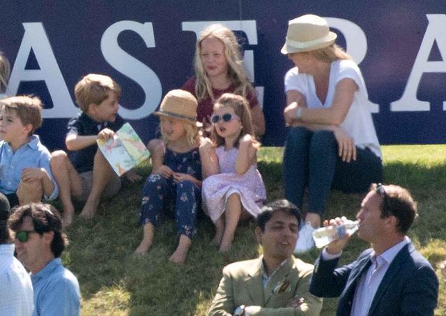 画像5: ジョージ王子&シャーロット王女が、「普通の子供」な一面を収めた写真