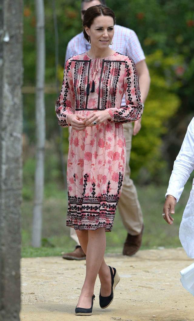 画像: TOPSHOPのワンピースを着用しているキャサリン妃。