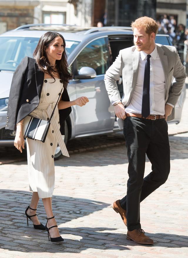 画像: 王室ルール破りがちなメーガン妃のファッションに助言している意外な人物とは?