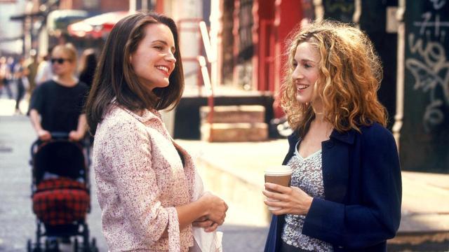 画像: 主人公のキャリー(右)とその友人のシャーロット。
