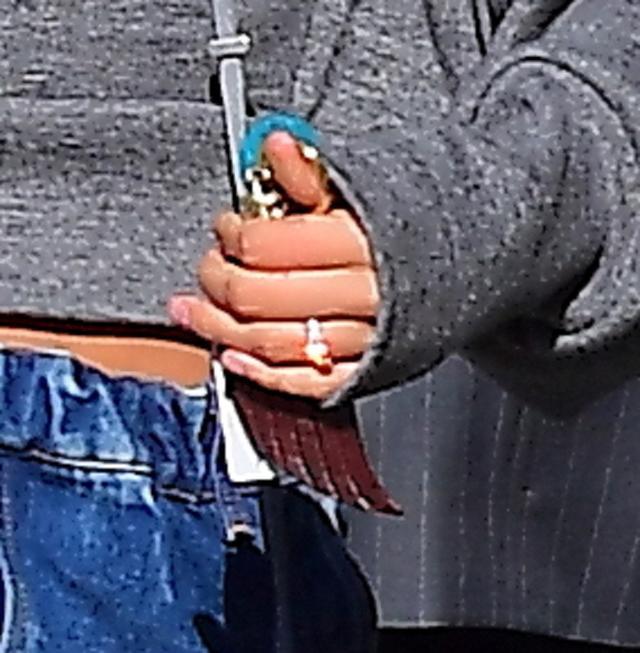 画像3: ジャスティン・ビーバーと噂のモデル、薬指にダイヤの指輪がキラリで「まさか」