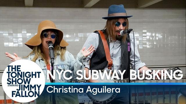 画像: Christina Aguilera Busks in NYC Subway in Disguise www.youtube.com