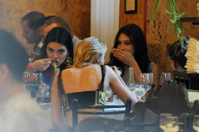 画像4: メンツが豪華すぎる!クリステン&ステラ&ケンダル&ベラがある場所へ