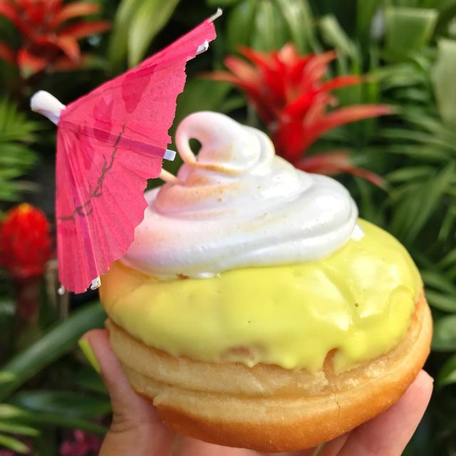 画像1: Disney - Sabrina さんはInstagramを利用しています:「Dole whip doughnut  After seeing this beauty posted yesterday I had to try it and it didn't disappoint . This is the ✨NEW pineapple…」 www.instagram.com
