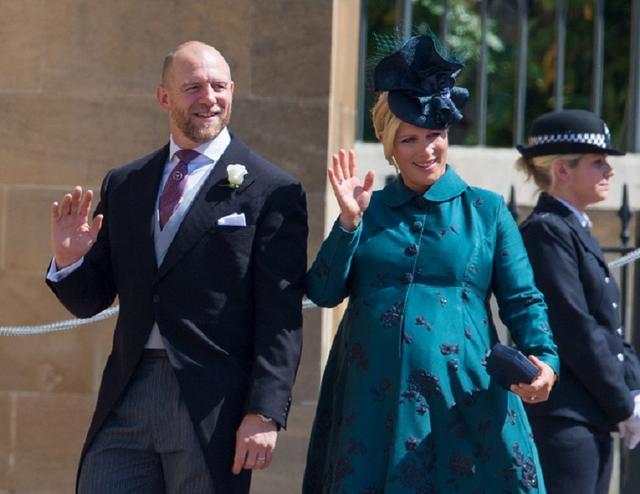 画像: 5月に行われたヘンリー王子&メーガン妃の結婚式に大きなお腹で参列していたザラと夫のマイク。