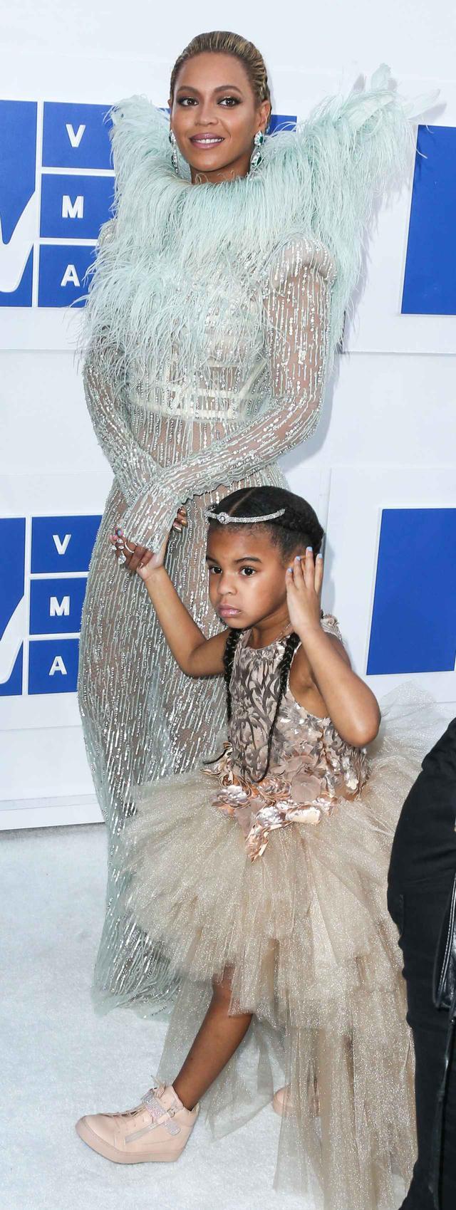 画像: ビヨンセの6歳の娘、ライブ会場で行った「ある仕草」にファン大興奮
