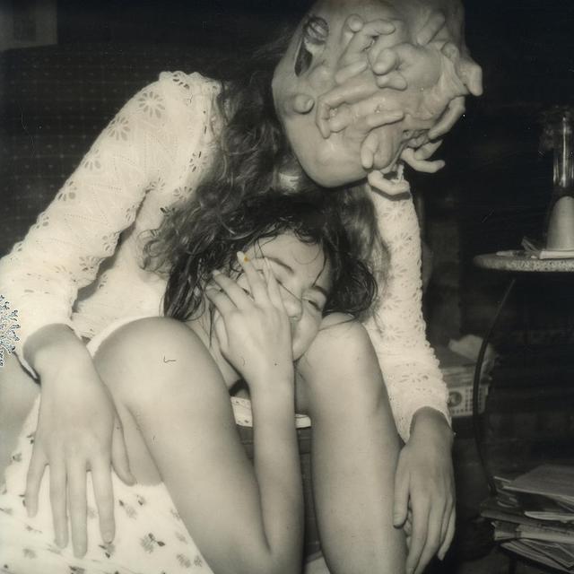 画像1: Petra CollinsさんはInstagramを利用しています:「bts from A Love Story dir by me⛓ which you can see excerpts from on IGTV⛓ bts @monibelle with insane prop head by @sarahsitkin」 www.instagram.com